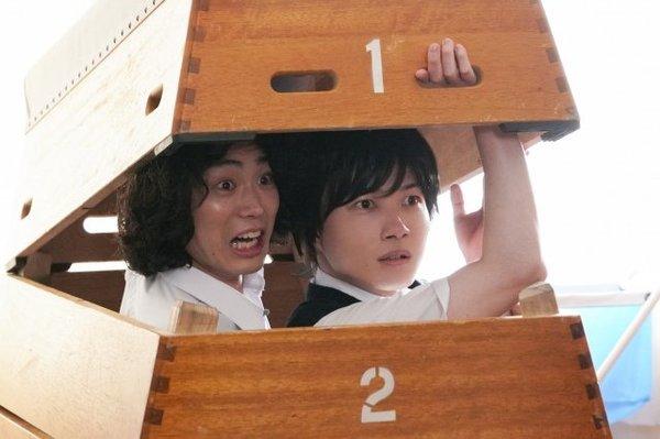 土曜ドラマ『コントが始まる』第2話に出演する菅田将暉、神木隆之介 (C)日本テレビ